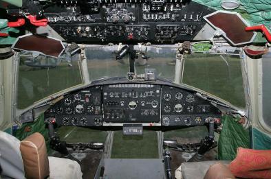 Mil Mi-10 (Carlinga. Cockpit)
