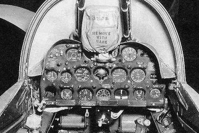 F2H-2 (Carlinga. Cockpit)