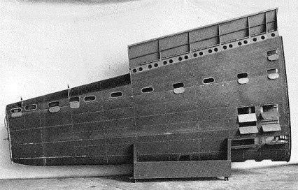 Estructura del ala de babor lado inferior. Port wing underside structure