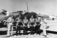 Instructor y cadetes en Randolph_Field, 1938. Instructor and cadets at Randolph Field, 1938).